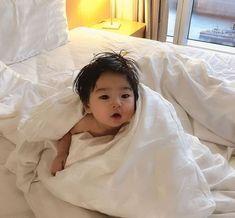 What is Comforter - Babies - Bebe Cute Baby Boy, Cute Little Baby, Little Babies, Cute Kids, Baby Kids, Baby Boy Newborn, Cute Asian Babies, Korean Babies, Asian Kids