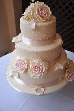 Шебби-шик и свадебный торт. Милые розочки.