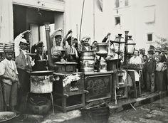 Alinari Brothers - Maccaroni-sellers in Naples, ca 1890.