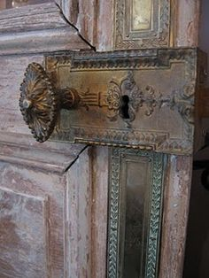 That is one gorgeous knob and lock. I think I'd like to use on my outdoor garden