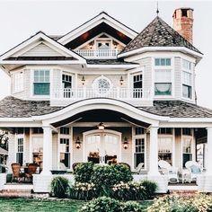 24 Most Popular Dream House Exterior Design Ideas ~ House Design Ideas Dream House Exterior, Dream House Plans, House Ideas Exterior, Big Houses Exterior, Colonial House Exteriors, Bungalow Exterior, Modern Farmhouse Exterior, Farmhouse Design, Style At Home