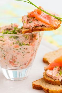 Smoked Salmon Spread Appetizer Recipe with cream cheese, sour cream, lemon juice, dill, and horseradish. Quick and easy and ready in 10 minutes. Salmon Recipes, Fish Recipes, Seafood Recipes, Appetizer Recipes, Cooking Recipes, Smoked Salmon Spread, Smoked Salmon Appetizer, Dips, 200 Calories