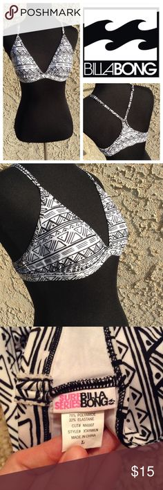Billabong Surf Series Bikini Top Detailed black and white triangle print. Racerback with adjustable straps adds extra options for support. Triangle cut front with padding. No clasps or ties around the bust to allow for carefree water sports and activities 🏄 The colors allow for so many bikini bottom choices 😊 Length of band under the bust (laying flat): 14in. Please feel free to ask for any other measurements! Billabong Swim Bikinis