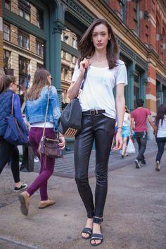 【NEWYORK】Tops: CLUB MONACO / Bottoms: Jason Wu / Bag: ALEXANDER WANG / Shoes: Rachel Zoe