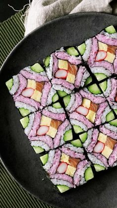 Recipe with video instructions: This beautiful square mosaic sushi deserves to be framed in a food art museum. Ingredients: 150 grams rice with 1 tablespoon sushi vinegar (for white sushi rice),. Japanese Food Sushi, Japanese Dishes, How To Make Sushi, Food To Make, Sushi Party, Sushi Sushi, Nigiri Sushi, Sushi Love, Coleslaw