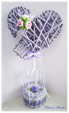 Топиарий сердце на 8 марта Paper Flowers Craft, Flower Crafts, Fabric Flowers, Design Floral, Deco Floral, Pom Pom Wreath, Diy Wreath, Valentine Crafts, Easter Crafts