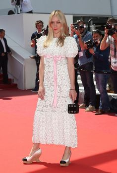 Cannes 2016 - Chloë Sevigny in Chanel pré-collection fw 2015-16 - Day 6 (montée des marches Paterson)