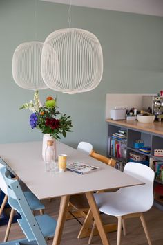 Femkeido Project - Familiehuis IJburg Amsterdam Dining Room Furniture Makes the Family Meal Einmal f Dining Room Storage, Dining Room Wall Decor, Dining Room Lighting, Dining Room Design, Home Lighting, Room Decor, Modern Lighting, Lampe Retro, Esstisch Design