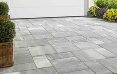 Terrassen Ideen decoration 2019 – With its variety of formats, the Pflaster Multitec-Color from KANN offers space for Ges - Garden Decoration Trends Back Gardens, Outdoor Gardens, Patio Stairs, Outdoor Projects, Outdoor Decor, Driveway Design, Porch Flooring, Recycled Garden, Building Exterior