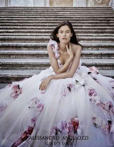Bianca Balti para  Alessandro Angelozzi Couture Bridal 2015