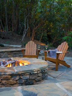 This natural stone fire pit features a fire brick interior and is capped in Pennsylvania bluestone, which can quickly turn into additional seating when more party guests arrive. Design by ACM Design
