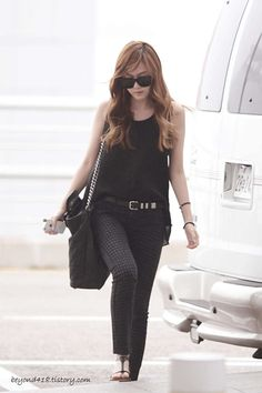 black outfit for a casual but sophisticated look