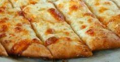Bâtonnets au beurre à l'ail sur pâte à pizza