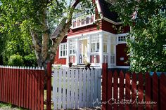 Livet på landet 2012 by Anne-Charlotte photographer & Stylist, via Flickr Swedish Cottage, Red Cottage, Cozy Cottage, Beautiful Buildings, Beautiful Homes, Sweden House, Red Houses, House Siding, Cute House