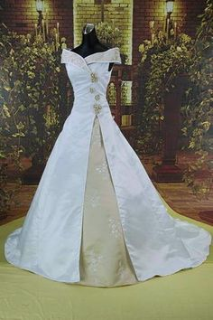 H0402 MEDIEVAL WEDDING GOWN