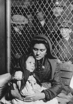 Lewis Hine, Peace, an Ellis Island Madonna, 1904