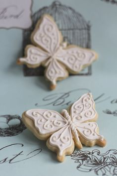 Butterfly cookies~ By Juliet Stallwood Cakes & Biscuits, pink, filigree Fancy Cookies, Iced Cookies, Easter Cookies, Royal Icing Cookies, How To Make Cookies, Cupcake Cookies, Sugar Cookies, Cupcakes, Biscuit Cake