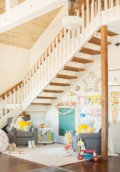 cool playroom ideas for kids Beautiful small space inspiration: Turning a small space into a dedicated play area if you don't have a whole room. Kids don't need a lot of space! Reading Corner Kids, Kids Corner, Reading Corners, Reading Nooks, Baby Play Areas, Kids Play Area, Kid Spaces, Small Spaces, Play Spaces