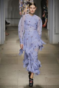 #Erdem   #streetstyle  #Koshchenets Erdem Fall 2017 Ready-to-Wear Collection Photos - Vogue
