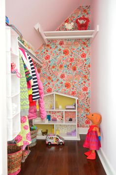 Kid's closet - fabric wall