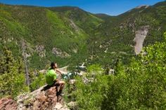 Jack McLiney is an adventurer and avid sports enthusiast interested in varsity football, basketball, lacrosse, and skiing. Taos Ski Valley, Summer Activities, Skiing, Golf Courses, Backyard, Adventure, Play, Mountains, Sports