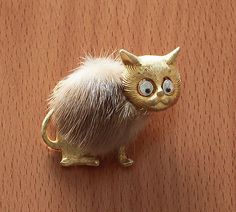 Vintage-Jonette-Jewelry-Co-Signed-JJ-Google-Eye-Cat-Brooch-Pin-w-Mink-Fur-RARE