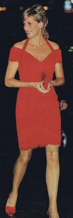 Diana in red Nov. 24, 1995 - dinner hosted by ALPI (Assoc. for the Struggle Against Infant Paralysis) // Argentina  November 1995
