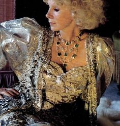 The emeralds and diamonds of the Duchess of Alba. Late 1980s.