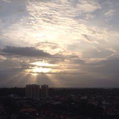 Pôr do sol maravilhoso.  Obra divina