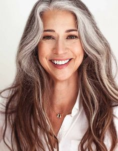 Long Silver Hair, Long Gray Hair, Pelo Color Plata, Silver Haired Beauties, Grey Hair Inspiration, Gray Hair Growing Out, Magic Hair, Hair Color And Cut, Great Hair