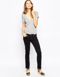 Jeans von MiH Jeans Stretchdenim aus Baumwolle normale Bundhöhe Knopfverschluss anliegende Bündchen normale Taschen enge Passform Maschinenwäsche 98% Baumwolle, 2% Elastan Model trägt UK-Größe 8/EU-Größe 36/US-Größe 4 und ist 178 cm/5 Fuß 10 Zoll groß