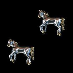 Brinco Feminino Cavalo Dourado com Prateado    Brinco feminino estilo country. Produto prateado com detalhes em dourado, fino acabamento. Ideal para mulheres que gostam de cavalos, estilo country e acessórios delicados. Brinco importado