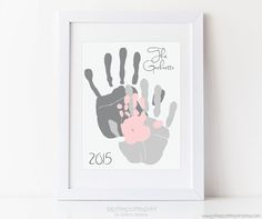 Familie Kunst Handabdruck Alternative Custom von PitterPatterPrint portrait art Family Art Handprint Alternative Portrait, Custom Home Decor, Living Room Wall Art, Your Actual Hand Prints, inches UNFRAMED Baby Footprint Art, Quilled Creations, Diy Bebe, Decoration Christmas, Gifts For New Dads, Dad Gifts, Baby Footprints, Handprint Art, Fathers Day Crafts