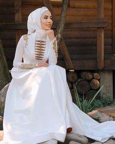 Muslimah Wedding Dress, Hijab Style Dress, Grey Prom Dress, Prom Dresses, Hijab Fashion, Fashion Dresses, Beautiful Black Hair, Weeding Dress, Fashion Design Drawings