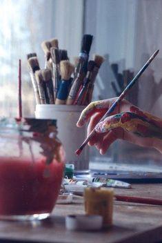 Dedos lambuzados de arte
