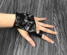 Das Mulheres novas Do Punk Rivet Studs Cadeia De Rock Do Punk Luvas Sem Dedos De Couro Biker(China (Mainland))