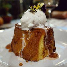 Anoche nos desearon dulce sueños en @resto_elcamino con su #PainPerdu de #PanDeBatata @pan_comido helado de sarrapia @emparamados caramelo y dulce de leche. Ósea mind-blowing