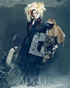 Photographer Hong Jang Hyun models Han Hye Jin, Song Kyung Ah, and Jang Yoon Ju styled by Jiah Yi January 2012 issue of Vogue Korea. World Of Fashion, Fashion Art, Editorial Fashion, High Fashion, Fashion Design, Vogue Korea, Ethnic Fashion, Asian Fashion, Mode Costume