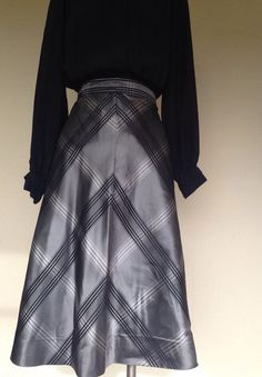 Vintage 50s taffeta silk tartan skirt midi skirt size medium by Myfamilytreasure on Etsy