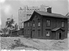 Helsinki ennen ja nyt Helsinki, Old Buildings, Finland, The Past, Cabin, House Styles, World, Outdoor, Vintage