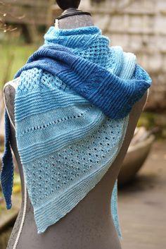 """Triangular scarves - """"Sea breeze"""" scarf - a designer piece by Tuecher-Traum-und -. Triangular scarves – """"sea breeze"""" scarf – a unique product by Tuecher-Traum-und-andere-Stricker Poncho Knitting Patterns, Knitting Socks, Hand Knitting, Crochet Patterns, Knitting Ideas, Love Crochet, Knit Crochet, Jersey Maxi, Triangle Scarf"""