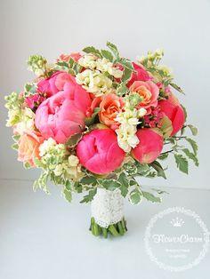 Букет невесты №32: коралловый пион, матиола, роза, каланхое, зелень (6600руб.)