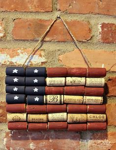 American Flag Wine Cork Upcycle Craft – Pink Fortitude, LLC It doesn't get any more patriotic than the American flag, and this wine cork upcycle craft is not only too stinkin cute, but easy to make, and easy on the environment! Wine Cork Projects, Wine Cork Crafts, Bottle Crafts, Bottle Art, Articles En Bois, Wine Cork Wreath, Cork Art, 4th Of July Decorations, Christmas Decorations