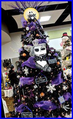 Halloween Christmas Tree, Nightmare Before Christmas Ornaments, Unique Christmas Trees, Christmas Tree Themes, Holiday Tree, White Christmas, Unique Trees, Unique Christmas Decorations, Xmas Trees