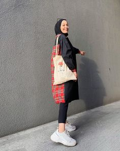 Casual Hijab Outfit, Hijab Chic, Casual Outfits, Street Hijab Fashion, Muslim Fashion, Curvy Fashion, Modest Fashion, Hijab Style Tutorial, Outfit Look