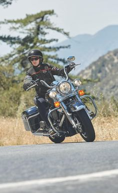 With this timeless combination of style and touring function you don't just ride through the landscape, you're the most majestic part of the scenery. | 2017 Harley-Davidson Road King With this timeless combination of style and touring function you don't just ride through the landscape, you're the most majestic part of the scenery. | 2017 Harley-Davidson Road King #harleydavidsonroadking2017