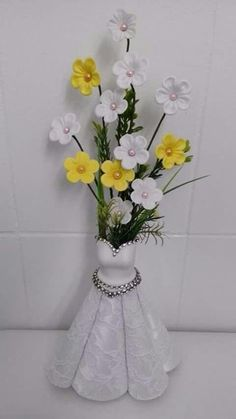 17 Ideas Floral Bridal Shower Dress Center Pieces - New Site Bridal Shower Decorations, Wedding Centerpieces, Wedding Decorations, Nylon Flowers, Paper Flowers, Foam Crafts, Diy And Crafts, Brunch Decor, Giant Flowers