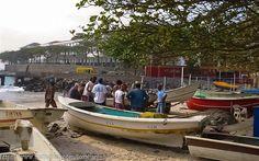 Pescadores retornam do mar em Copacabana #riodejaneiro #copacabanabeach #pescadores #fishermen #boat