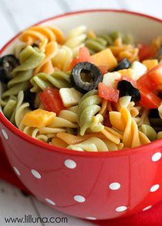 Easy Pasta Salad { lilluna.com }