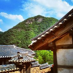 "this place ""Byeongsanseowon"" old place.  creative, graceful, gorgeous.  it's roof is korean is pronunciation ""giwa""  beauty of korea. #welcome#KoreaInAndong#ComeHere#LotABeautyPlace#gogogo#move#with#ImYourGuide"